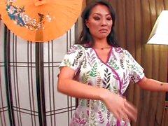 Gorgeous asian Asa Akira gives a hot massage