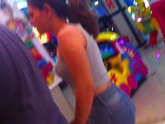 Cum on Ass Tatuada de Jeans Gozada na Bunda Corno do Lado