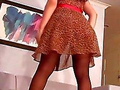 Бретелек выставляет WAZOO подглядывание под юбки киска губы а