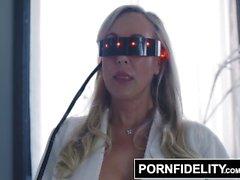 PORNFIDELITY Brandi Love Cums com Ciris interativo