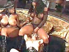 Jada and Vanessa facesitting blonde girl - smurf