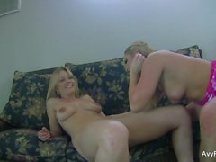 Video de sexo en casa con Avy Scott y Aurora Snow