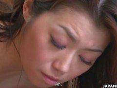 Brunette Aasian vaimoa eksytti nuori ja miehen