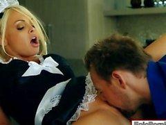 Limpieza pechugona a Jesse Jane enclavado la cocina y esperma facialed
