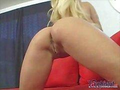 Падуб Halston является блондинка малолетка с большой грудью и приятный киску