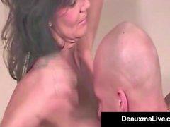 Super Hot Mommy Deauxma mostra-nos um de seus primeiros filmes Hot!