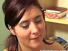 Haired röd Italian floozy slobbers a schlong