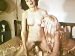 Lesbian Peepshow Loops 587 70's and 80's - Scene 4