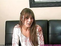 Dona de casa com tesão Masturbates No Sofá