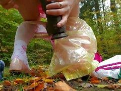 Blanco mariquita pañal esclavo expuesta en el bosque grande de la cogida Negro papá Dick