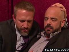 Dolch Caber sowie Adams russisch einander harten auf dem Bett Rammen