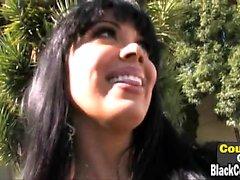 Hot MILF Sienna West monta um galo preto