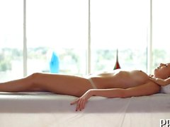 Teen babe pounces on her masseur