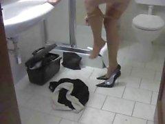 Acharnée ramassage avec une purge impair obtient une charge gluant baissé en sa chaussure