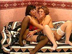 Britânicos lésbicas maduros em meias