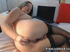 Puffy butt slut likes bumping that is pussy