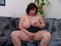 Horny BBW mature makes herself cum