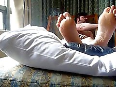 fumar y los pies cama