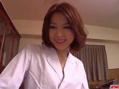 Busty Erika Nishino fantástico POV brincar com um galo jovem