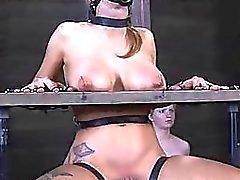 Sklaven werden für schweren Folterungen gespannt