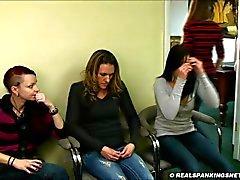 Di quattro school girl punizione corporale