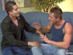 Brunetten homosexuella ger kuk i POV stil