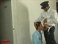 Le prisonnier se fait baiser par le chef, Gefängnis gefickt