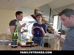 FamilyStrokes - Curvy Military Wife Gepflügt von Stepson