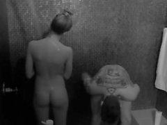 Eden Hotel (reality show) hungary, bathroom sex (shower)
