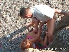 Sodo entre les rochers pour ce couple amateur libertin