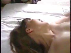 Aasian äiti rakastaa nuoria miehiä
