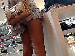 Safada de vestidinho mostrando a bunda