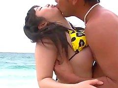 Hina Maeda birlikte bir plaj cinsellik