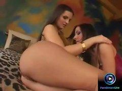 Eve Angel och Maria Belucci dildoing deras hål i båda