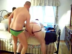 Hung White Master BareFucks два Рабы