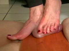 Los pies duro de Bare la Tortura