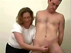 Mature slut loves to jerk stranger. Amateur Older