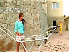 Girly kul utomhus av två barnvakter