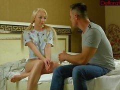 Hot och kåt blond Zoya blåser hårt