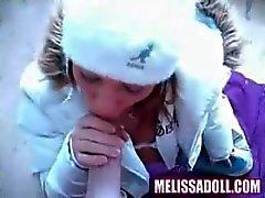 Melissa Boneca est tellement excité qu'elle fourre dehors en hiver