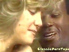Sarışın Slut Kocaman Siyah Dick'e sevdiğini
