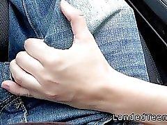 Tonåring suger runkar och lugg i bil