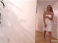 Porn estrela Julia Ann recebe uma massagem íntima quente e húmido
