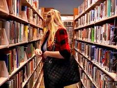 Göğüsleri yanıp sönen bir kolej kütüphanesinde Kendra Sunderland web kamerası gösterisi