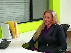 Пожилая Джулия Анна и молодая Дани Дэниэлс