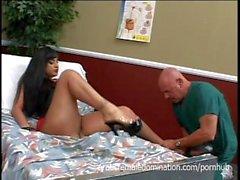Sexy Mistress Ice La Fox domina o guarda do hospital