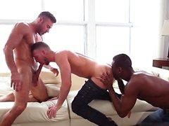Big dick fils trio avec éjaculation
