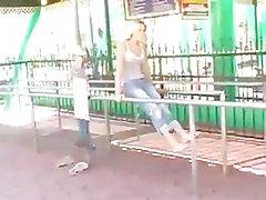 Alison Angel reibt ihre Pussy
