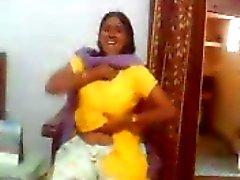 Indiska kön video av en indisk Aunty visar hennes stora bröst
