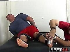 Homosexuell twinks ersten Fußfetisch ersten Mal Er verwandelte sich in ein sni